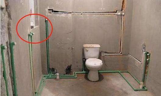 5,洗面盆的冷热水口两个. 6,两个下水地漏:洗衣机一个和淋浴一个.图片
