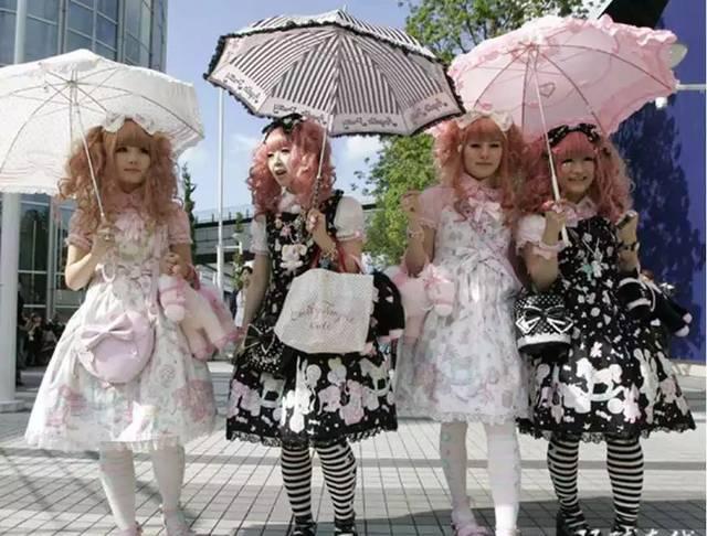 广州一女孩穿洛丽塔洋装被禁入地铁图片