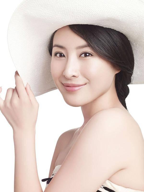 汤加丽,1976年7月13日出生于安徽合肥,人体艺术模特,中国内地女演员.