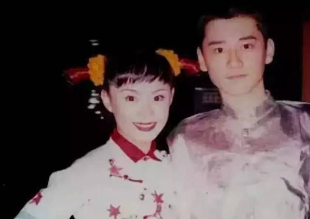 而且钱枫和孙俪是一个文工团的, 站在娘娘身边颜值也是在线的~ 在