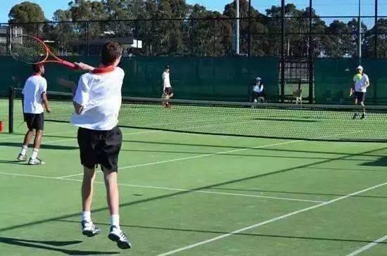 少于名学必修每网球生每周不作为一节学校课把网球要求体育课的保证东川越野赛微模图片
