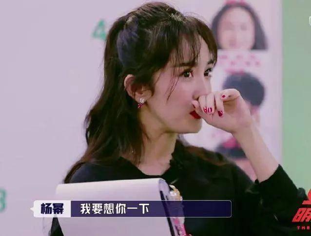 """杨幂很少在公众面前提起家人,她回忆起在两年前外公去世的情况""""然后我图片"""