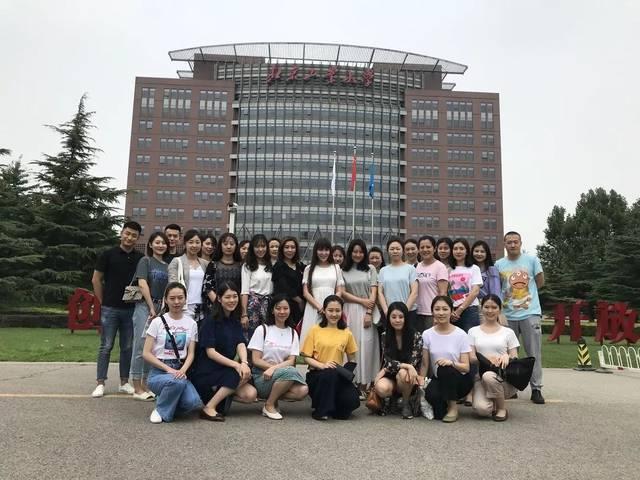 2018年7月,乘务员管理七部在北京工业大学举行了入党积极分子的培训.图片