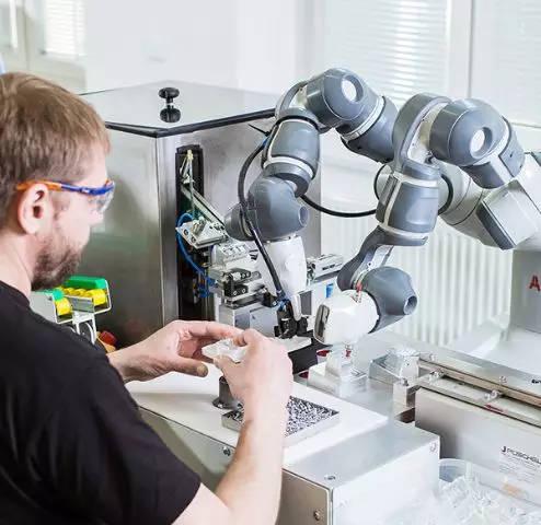 【人机协作】abb的yumi生产插座,与人类并肩工作