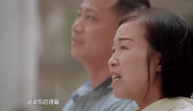 正是因为新爸爸对妈妈的悉心照顾和疼爱,妈妈才可以幸福的享受生活.