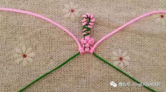 非常漂亮的一款桃花手绳,如同一朵朵美丽的桃花串在一起.
