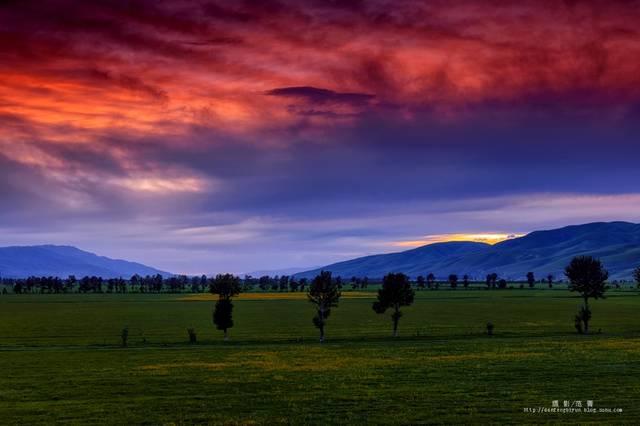 山顶人体艺术_那拉提大草原,夕阳慢慢沉下山坳,橘红的光线打上了山头,山顶上的云层