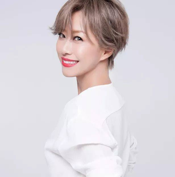淳子老师 她是国内顶尖造型师,星尚频道《左右时尚》等时尚美容节目常