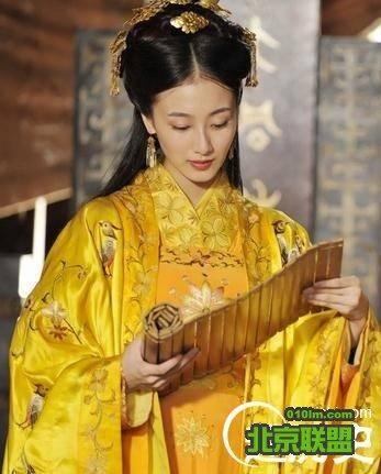 甘为继室_此时,郭威的结发妻子柴氏也已去世,郭威闻听杨氏美而贤,求娶为继室.