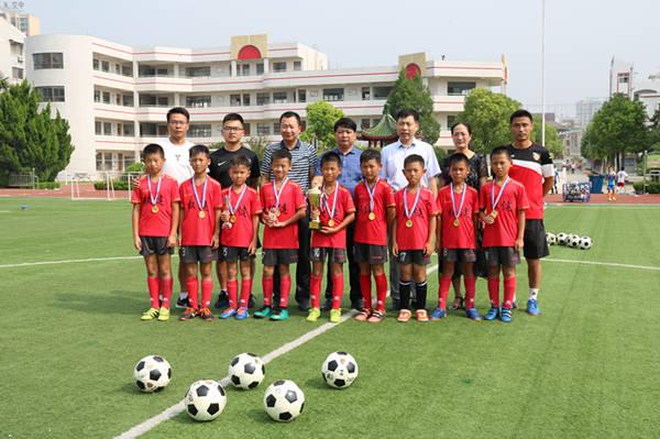 大丰小学生足球队夺全国青少年足球邀请赛冠军图片