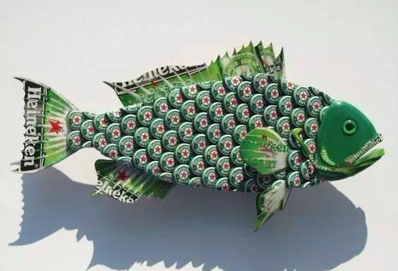 喝的玻璃瓶饮料或啤酒,撬一下铁瓶盖打开之后就会找个地方把它扔掉图片