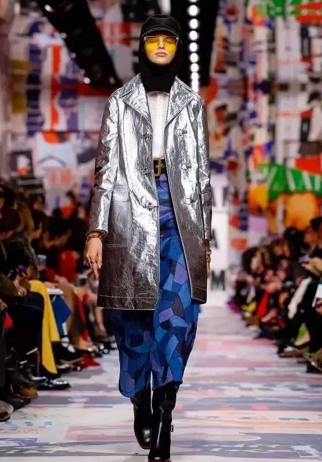 无论是日常款式还是西装, 礼服装等特殊款式, 一旦加入未来感面料图片