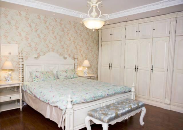 卧室镜子放衣柜侧面