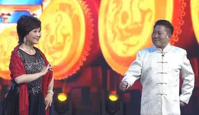 妻子刘玉凤一直从事吕剧表演事业,现在是烟台市剧协副主席,山东省民族