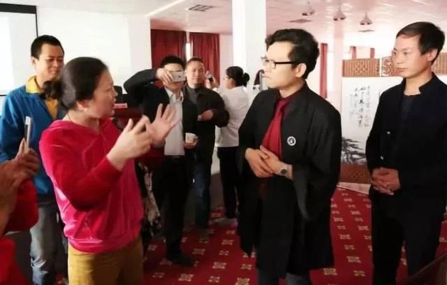 中国聋哑和日本_惊动bbc的中国手语律师:一个聋人在视频里打手语\