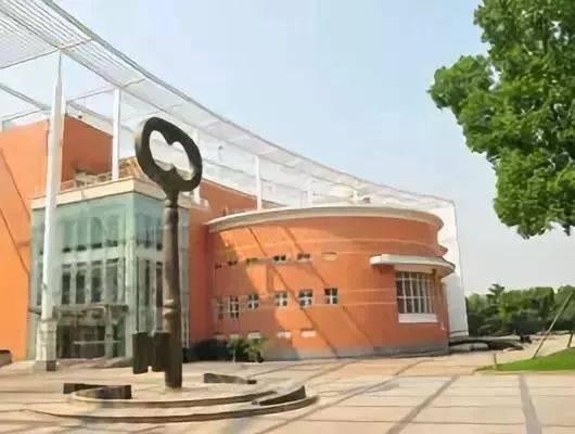 上海中学,华师大二附中还有交大附中.