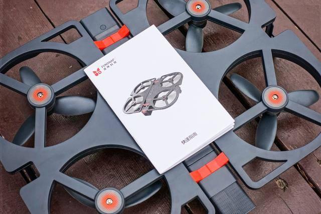 为了映趣还为idol智能飞行器量身定制了收纳包,折叠之后放在收纳包中图片