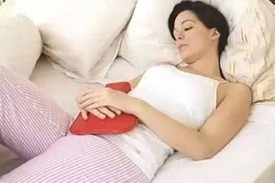 女人停月经_印度取消卫生巾关税,保护女人的月经期到底有多重要?