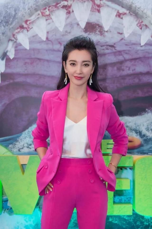 日韩av无码内射中出_中国女星李冰冰在「巨齿鲨」中出演女一号,搭档杰森.斯坦森.