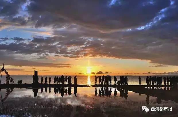 看日出的游客主要集中在共和县黑马河乡,刚察县仙女湾景区.