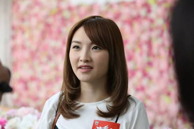 王祖蓝旗下女艺人曾遭家暴今举办活动因声带撕裂与粉丝打字互动!