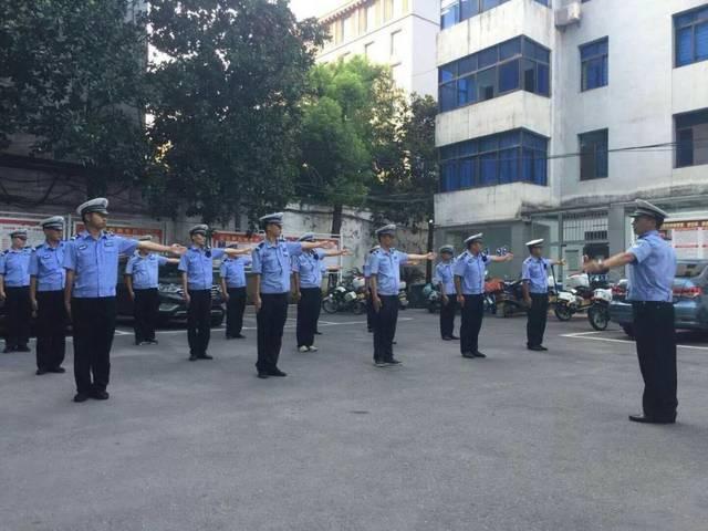 武当交警开展交通指挥手势培训,提升队伍执勤规范和效能图片