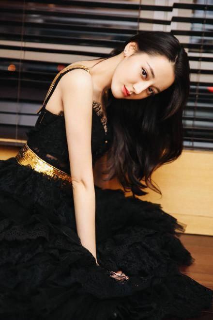 迪丽热巴黑色礼服手机壁纸图片:非常高贵冷艳图片