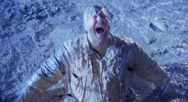 """《巴顿·芬克》 而在《黑帮龙虎斗》里,当乔·鲍里托饰演的匪徒""""放一图片"""