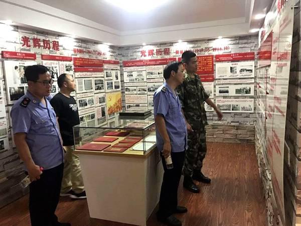 共同交流共赏武警竞技训练,并参观了武警中队的部队发展史,教育宣传栏