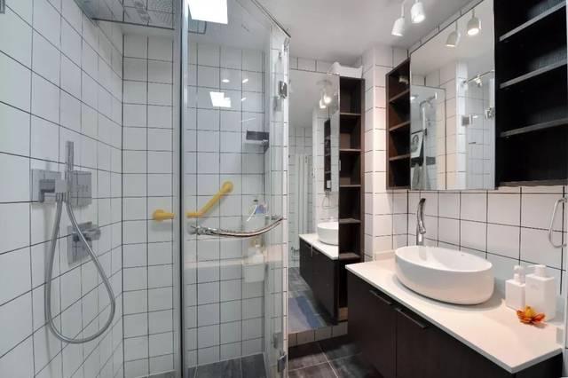 低彩度颜色 有利于延展空间 丨洗衣间丨 厨房外的小阳台设计成洗衣间图片