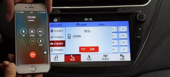 从整体设计来看,福睿斯的易上手指数很高,物理按键布局在屏幕两侧,多媒体系统也提供了丰富的外接音源的输入,在AUX、U盘、DVD、蓝牙等多种输入方式中,可呈现较高音质。匹配蓝牙后,更可同步电话薄,方便系统显示来电提醒。另外,屏幕分辨率很高,而且亮度能调节日夜模式,有助于夜间行车安全。 本田思域:屏幕不够大,交互单一 综合评分:二星半
