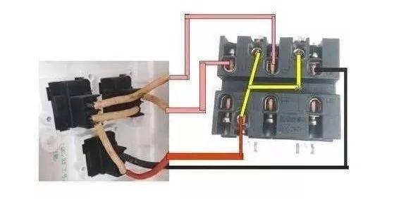 这种接线是单联3控,先了解三个开关单开,这种单开要三个连接柱,电源