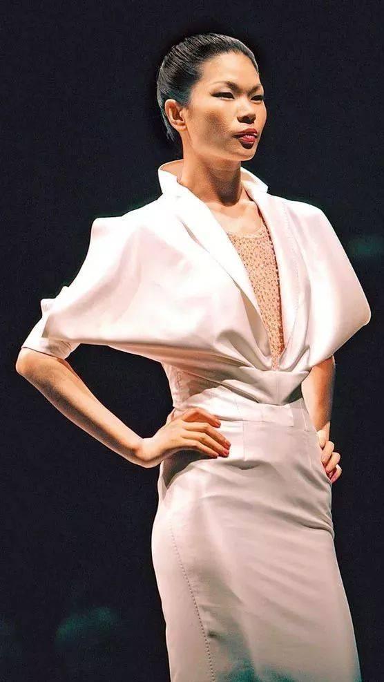 吕燕:如果我还拿模特的身段来创业,肯定成不了   label-who