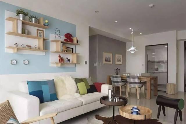 小户型客厅可以用沙发背景墙做收纳,实用又美观图片