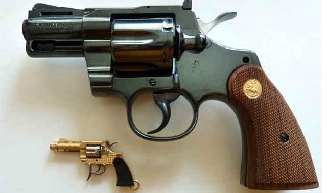 世界上最小的左轮手枪,还没拇指大,但威力却不容小觑!