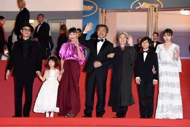 是枝裕和携《嫂子电影》演员亮相戛纳电影节.小偷家族的v嫂子图片