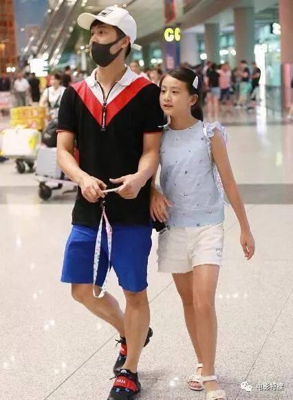 田亮10岁女儿森碟近照曝光,出落成亭亭玉立的少女,才10岁腿比田亮还长图片