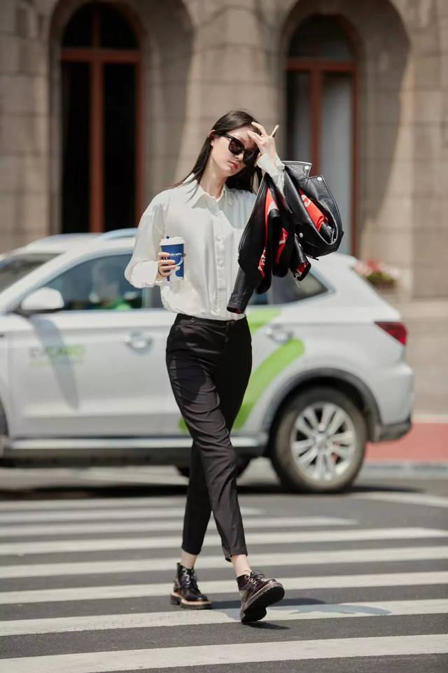 【模特艺考生】李芙瑶最新街拍时尚大片 穿出夏日清爽