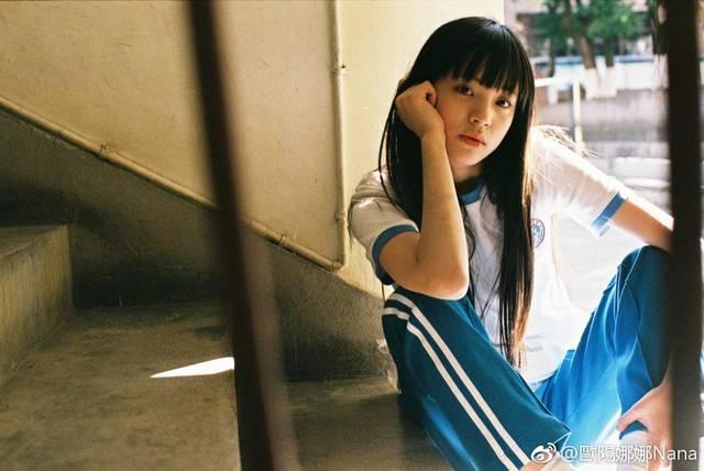 欧阳娜娜曝16岁清纯照,网友:这脸蛋能对得起半年7000万的收入图片