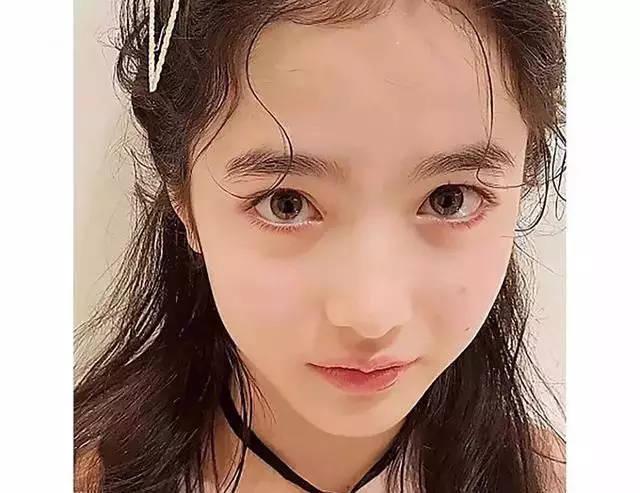 欧美幼幼??.?9.b9d#yke_在减龄这件事上,幼幼脸>少女脸,如果说少女脸的姑娘看起来永远都是18