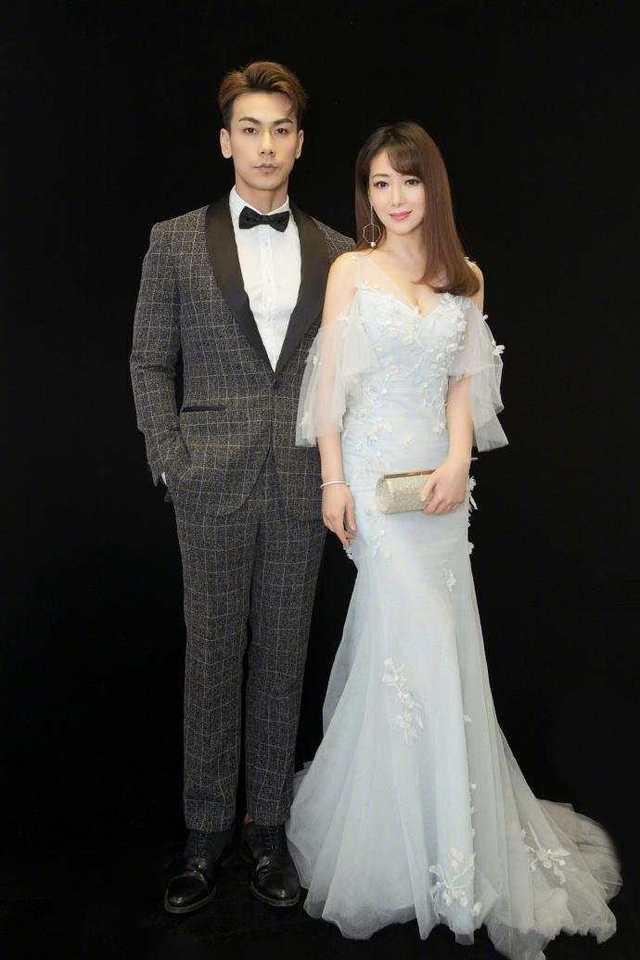 20岁关晓彤跟39岁陈紫函同穿仙女裙, 网友: 姜还是老的辣图片