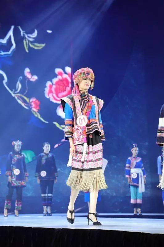 哈尼族,苗族,傣族,拉祜族,蒙古族等8个世居少数民族,这些民族传统服饰