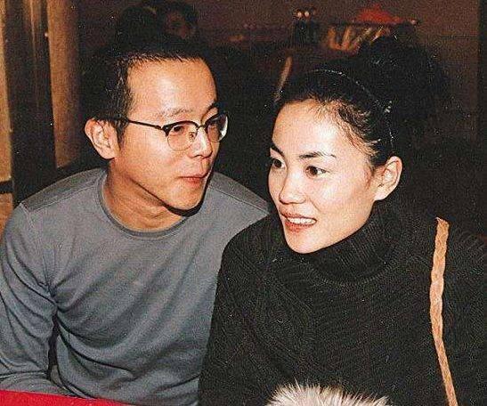 王菲前夫窦唯16岁小女儿上线,穿衣打扮独特,像极了窦靖童