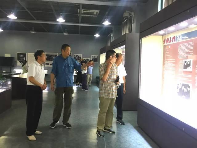 中国诗歌学会会长一行参观考察艾青纪念馆