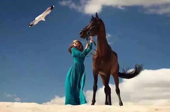 当男人骑在上面的时候,马代表的是力量,坚毅,忠诚与勇敢,而女人骑在