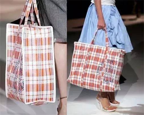 ▼ 2万6的lv手提袋 vs 10块钱的编织袋 我想问一下设计师 是在我们的
