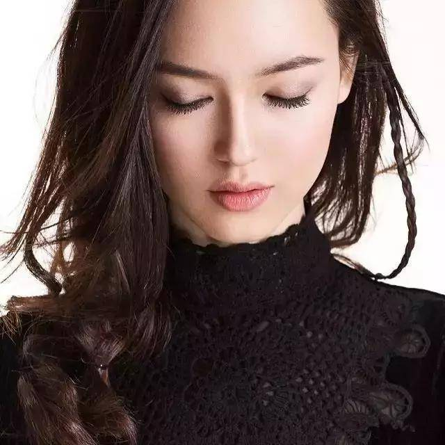 历来香奈儿的模特都被欧美圈包圆,基本见不到东方面孔,那些脸部立体