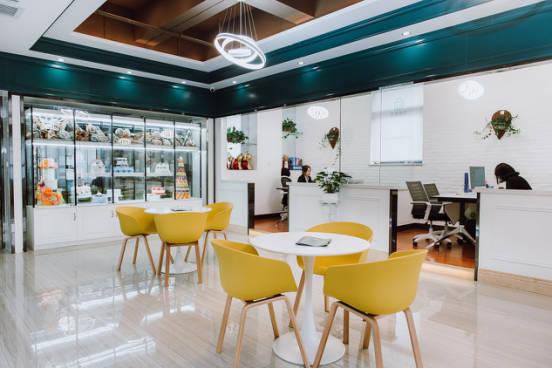 西安优美西点教育拥有欧式风格打造的diy体验馆,西点金牌教室,裱花厅