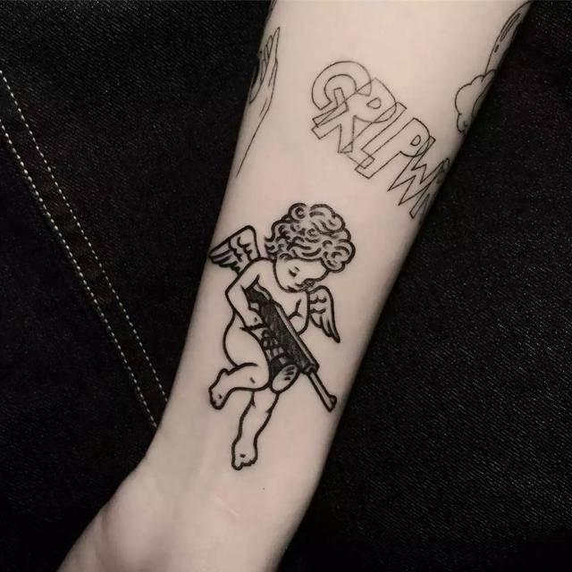壁池丨这个火辣的韩国网红纹身师,是男人心中的红蔷薇图片