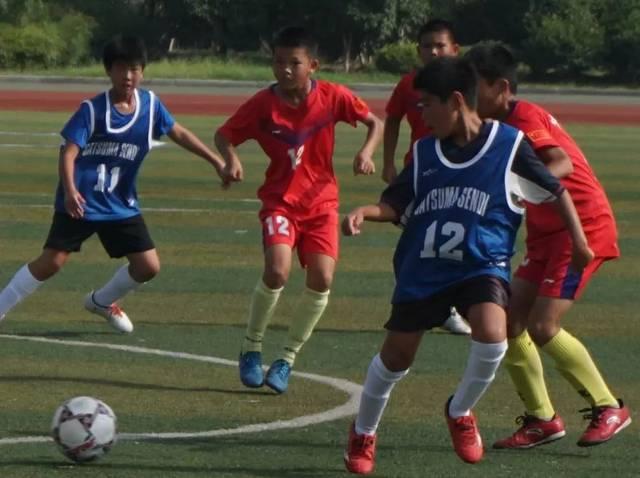 2:0完胜日本小学生足球队,中日青少年体育友好交流足球比赛图片